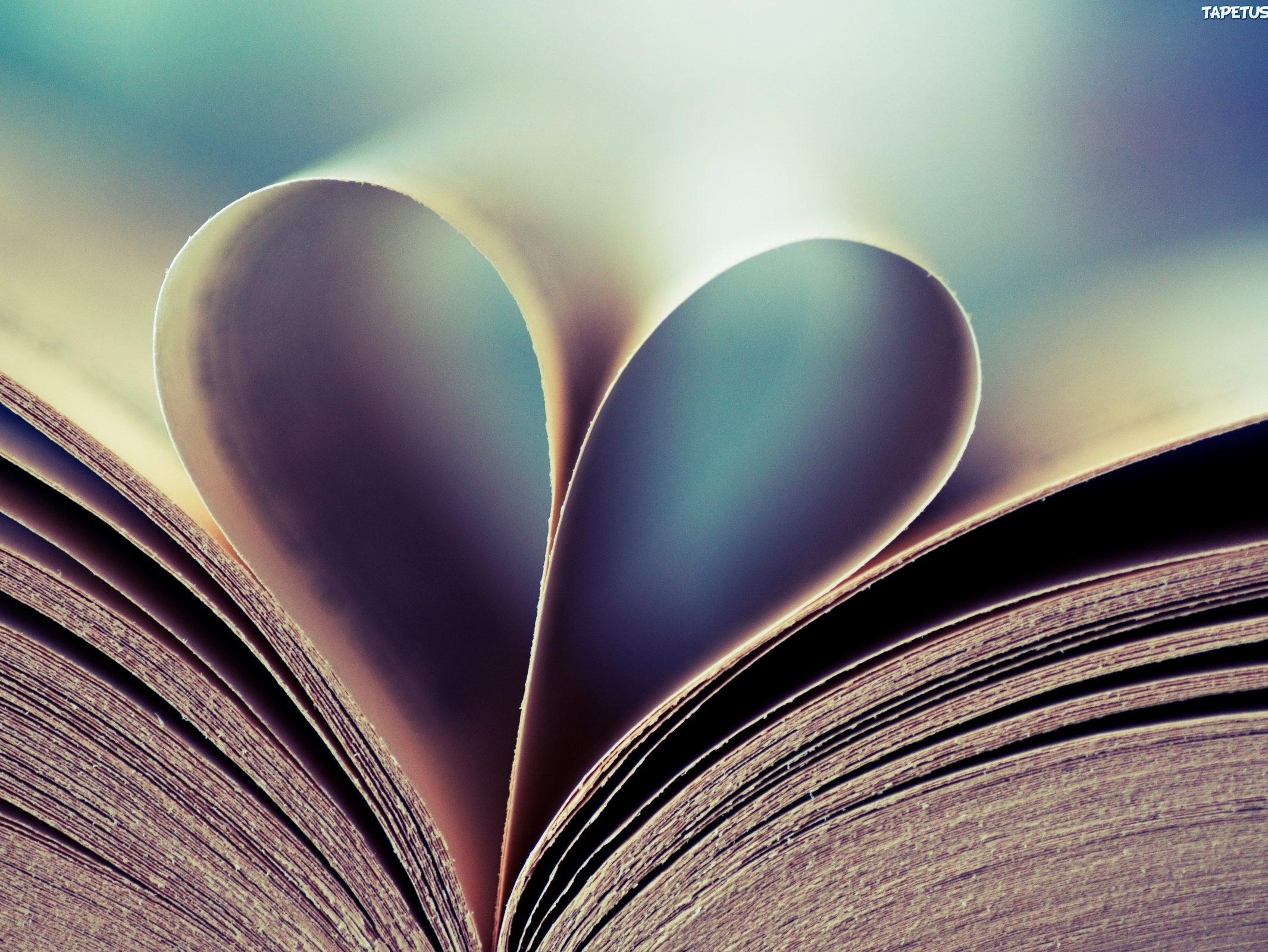 Kartki w książce w kształcie serca