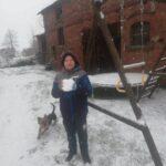 Dziecko ze śniegiem