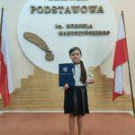 Uczennica z nagrodą