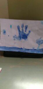 Niebieski rysunek - dłoń