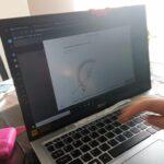 Praca ucznia na laptopie - kąty