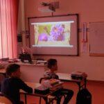 Uczniowie na prelekcji