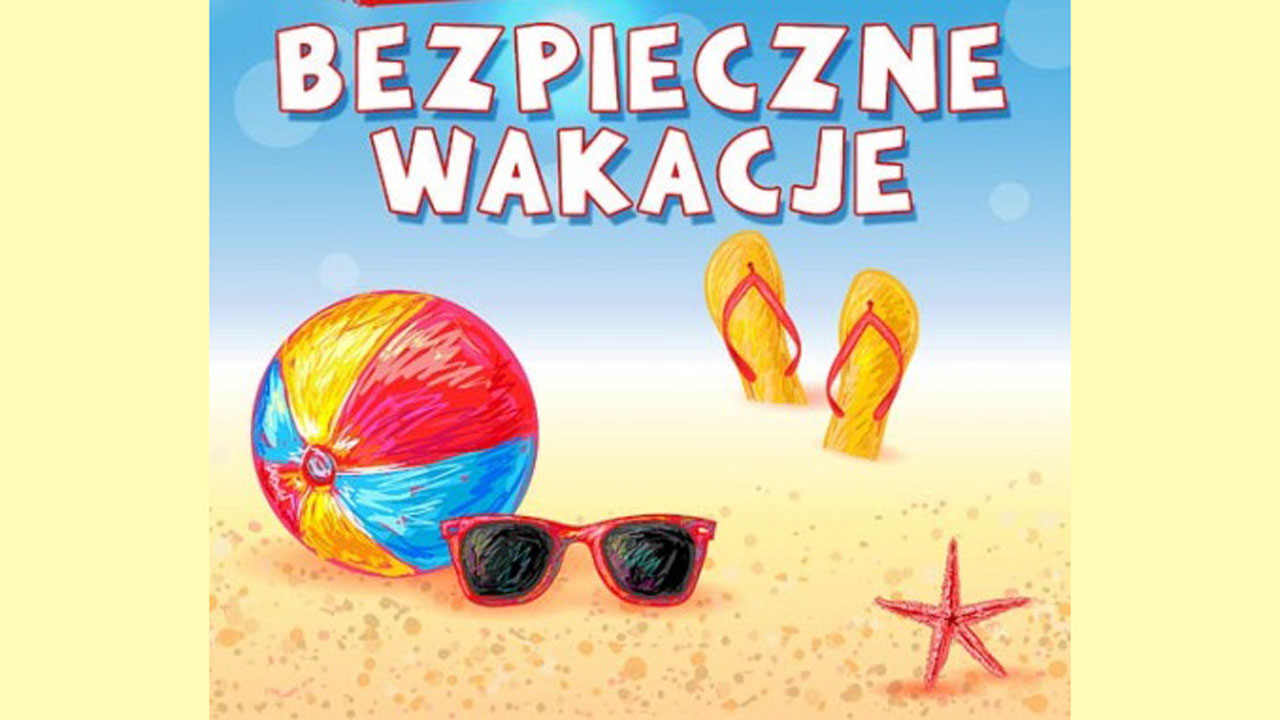 Bezpieczne wakacje napis, plaża piłka i okulary
