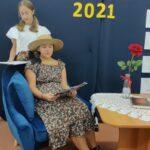 Uczennice czytają