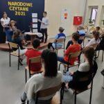 Uczniowie czytają - publiczność słucha