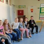 Uczniowie na konkursie z tabliczki mnożenia